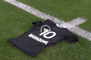 "All Blacks homenajearon a Maradona previo a su tradicional ""haka"""