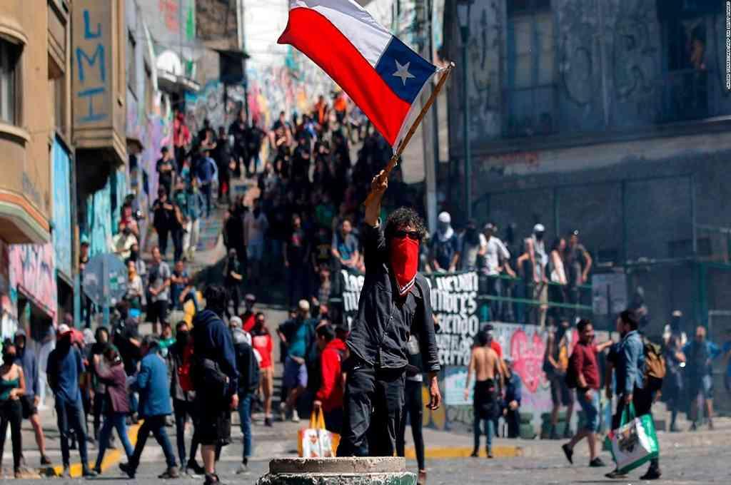 74 detenidos en protestas contra Piñera en Chile