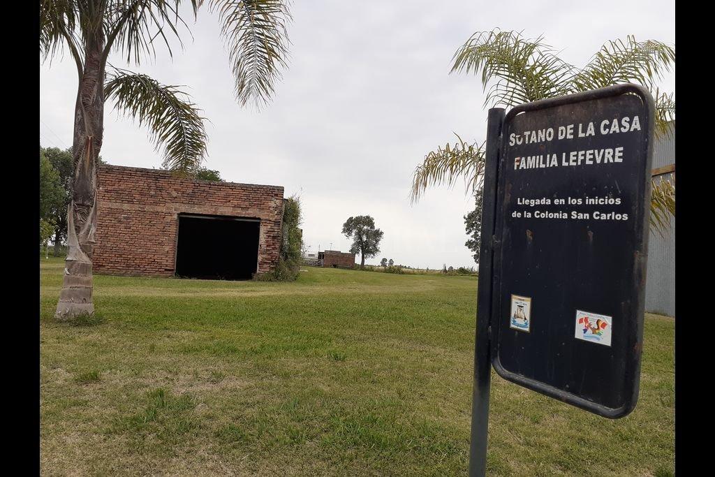 Aquí se puede observar el lugar donde estaba ubicada, muchos años atrás, la casa en la cual vivió la familia Lefebre y los colonos que se ubicaron allí en los años posteriores al asesinato. Crédito: El Litoral