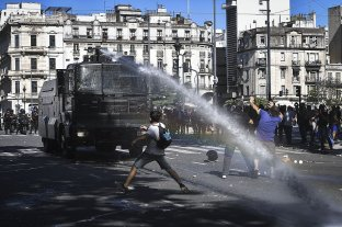 Continúan los cruces entre Nación y Ciudad por la represión policial en el velatorio de Maradona