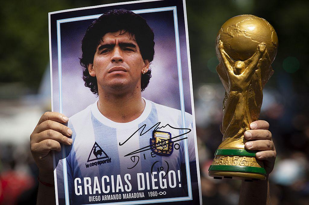 No todos amaron a Maradona, pero quienes lo hicieron, no conocen de desamor, lo amarán sobre todas las cosas, sin condiciones, con la ceguera del amor y la estupidez del amor incondicional. Crédito: NA