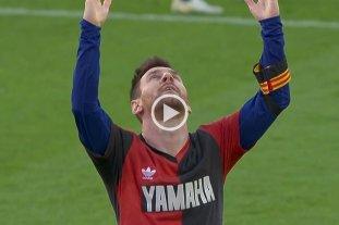 Video: Messi marcó un gol y se lo dedicó a Maradona utilizando una camiseta de Newell