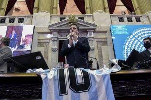 Diputados inició la sesión con un homenaje a Diego Maradona