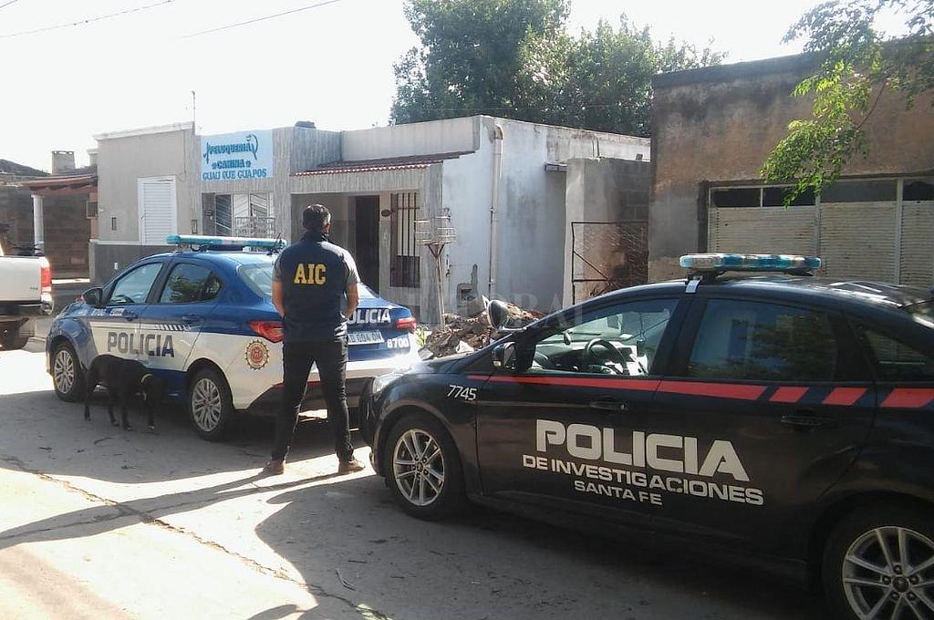 Efectivos de la Agencia de Investigación Criminal (AIC) de Las Colonias allanó la casa del estafador en Mortero, Córdoba. Crédito: Prensa AIC