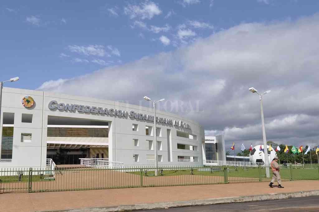 La casa del Fútbol. Pasó más de un año de la Primera Final Única de la Copa Sudamericana y la polémica no se termina. Sigue en el TAS (Suiza) por un lado y en Conmebol (foto) por el otro. Crédito: Archivo