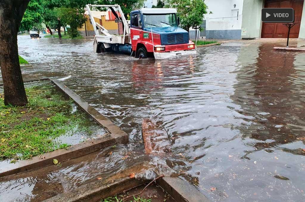 Intensa lluvia y complicaciones en algunos puntos de la ciudad de Santa Fe -  -