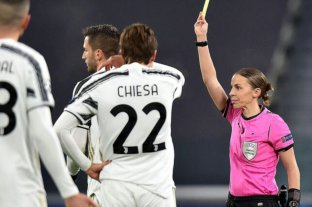 Stéphanie Frappart se convirtió en la primera mujer en arbitrar un partido de Champions League masculina