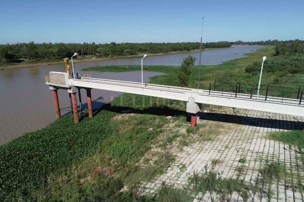 La Unión de Vecinales de San José del Rincón pide al municipio que se declare la emergencia hídrica y un plan de contingencia. En la foto, la toma de agua que abastece al distrito costero.    Crédito: Fernando Nicola