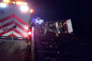 Volcó un camión que llevaba cemento en la Ruta Nacional 34