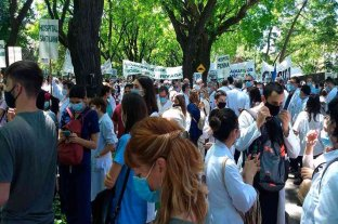 """Buenos Aires: los trabajadores de la salud marcharon por """"salarios dignos"""" y reconocimiento profesional"""