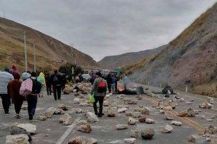 Perú: trabajadores metalúrgicos realizan cortes de ruta