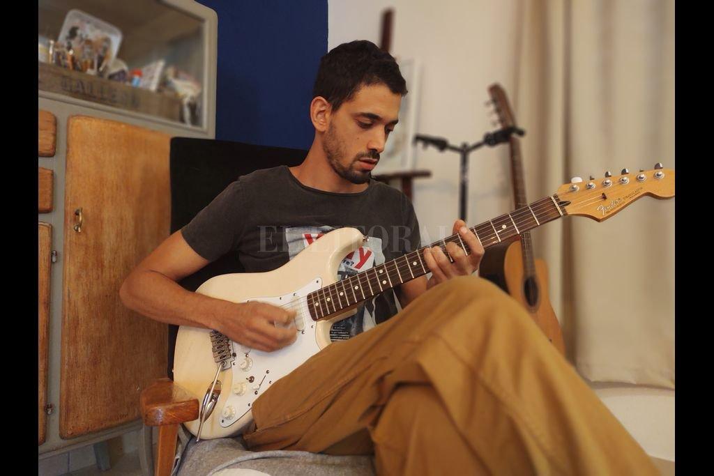 A principios de 2020, Julián editó la primera parte de su disco debut titulado
