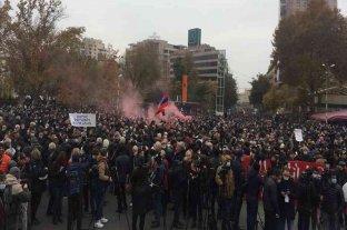 Miles de armenios se manifestaron exigiendo la renuncia del primer ministro