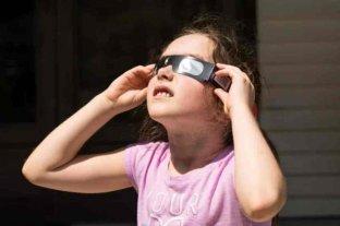 Nequen advierte sobre los peligros de observar el Eclipse 202 sin una protección segura
