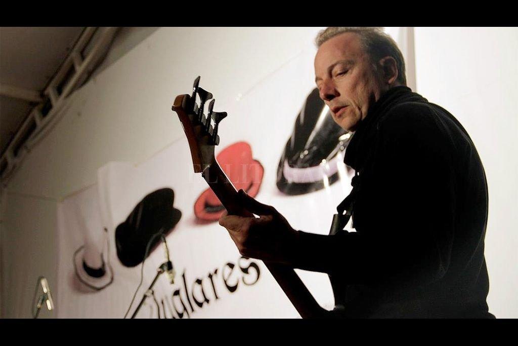 El músico David Urribarri, que es compositor, intérprete, maestro de música y luthier, precisó: