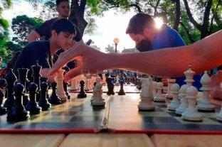 """El laberinto del ajedrez: entre sobrevivir a la pandemia y el boom de """"Gambito de Dama"""""""