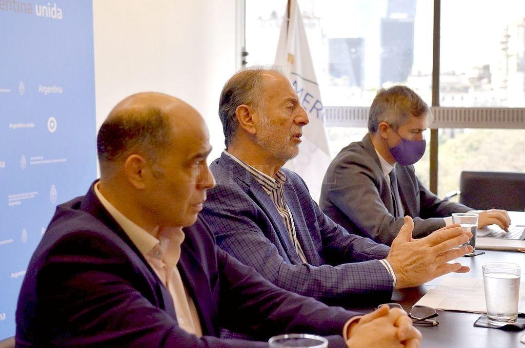 El vicecanciller Neme desde Buenos Aires con funcionarios del Ministerio de Relaciones Exteriores planteó los desafíos para empresas santafesinas. Crédito: Cancillería argentina