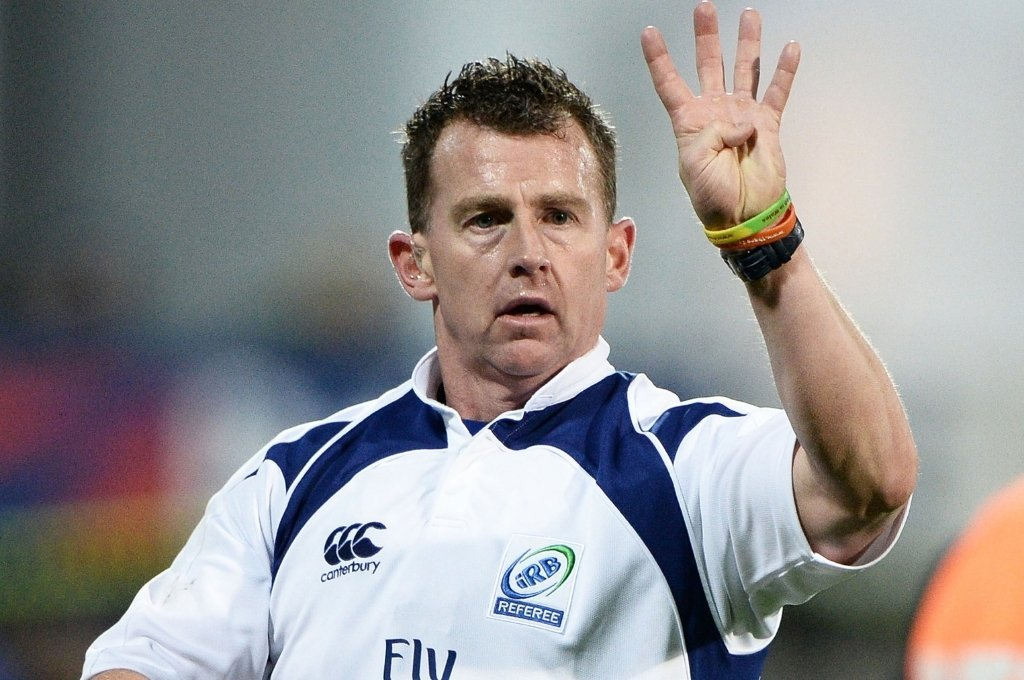 Nigel Owens, arbitrando en la Rugby World Cup 2015, en la que tuvo el honor de ser designado para la final protagonizada por Nueva Zelanda con Australia. Crédito: Archivo