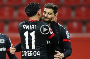 Lucas Alario marcó un gol en la victoria del Bayer Leverkusen, que quedó en la cima