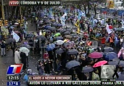 Viernes 29 de octubre de 2010. Espera para el traslado de los restos de Néstor Kirchner. Digitalización ElLitoral.com