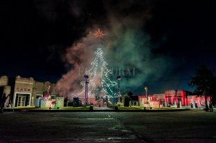 La magia de navidad: Chovet encendió su tradicional arbolito