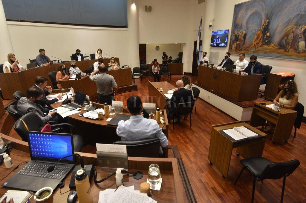 En una maratónica sesión, el Concejo trató y aprobó las dos ordenanzas clave para la administración financiera municipal de 2021. Crédito: Mauricio Garín