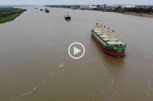 Desde el drone de El Litoral: cientos de barcos esperan para ingresar a los puertos