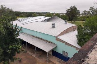 Fuerte temporal de viento y lluvia ocasionó voladuras de techos y caída de árboles en Helvecia