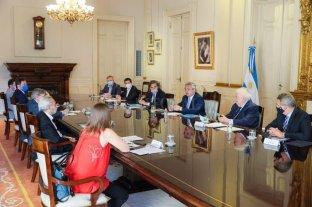 El Presidente se reunió con el comité de vacunación, a horas de que llegue la Sputnik V