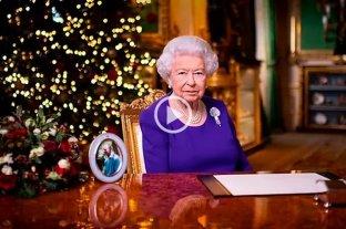 """La reina Isabel II destacó el """"espíritu indómito"""" de los británicos durante su tradicional saludo navideño"""
