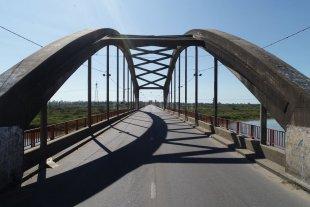 Accidente fatal en el puente Carretero: falleció un motociclista