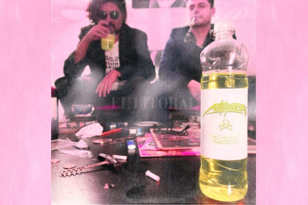 El DJ y productor Lks Ga (Lucas Bonino) y el cantautor Juan Bitar reunidos en su tercer proyecto conjunto, a partir de canciones surgidas durante la pandemia (en puesta visual de Juan del Vall). Crédito: Gentileza producción