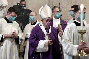"""El Vaticano llama a vacunarse contra el coronavirus para """"no poner en riesgo la salud pública"""""""