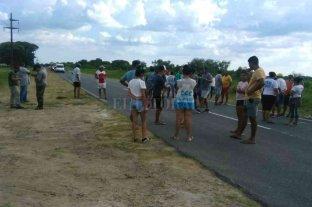 Pescadores cortan rutas santafesinas en protesta por la veda total