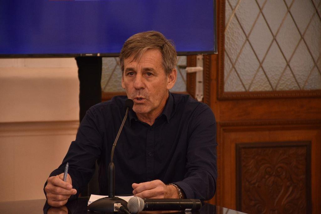 Jatón prepara su discurso para inaugurar las sesiones del Concejo -  -
