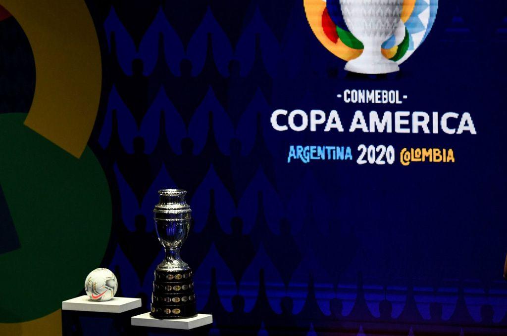 ¿Se dará esta vez? En principio, Conmebol confirmó la Copa América para este año, pero hay que ver cómo nos trata el virus y qué chances hay de que pueda asistir el público a los estadios. El calendario contempla la realización de este torneo que Argentina no gana desde 1993. Crédito: Archivo