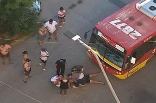 Un coche de la Línea 3 atropelló a un peatón en barrio Las Flores II