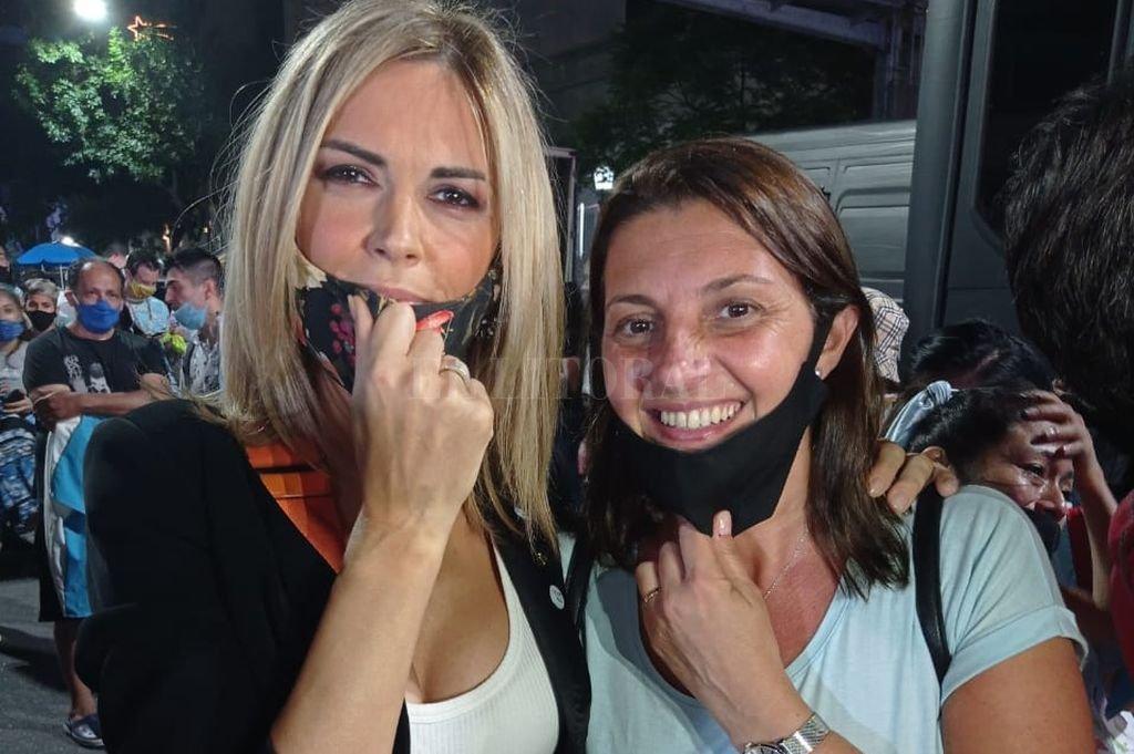 Florito en la Plaza del Congreso con Viviana Canosa Crédito: Captura de Internet