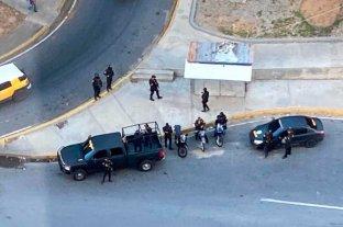 Guaidó denunció que fuerzas del régimen de Maduro rodearon su casa
