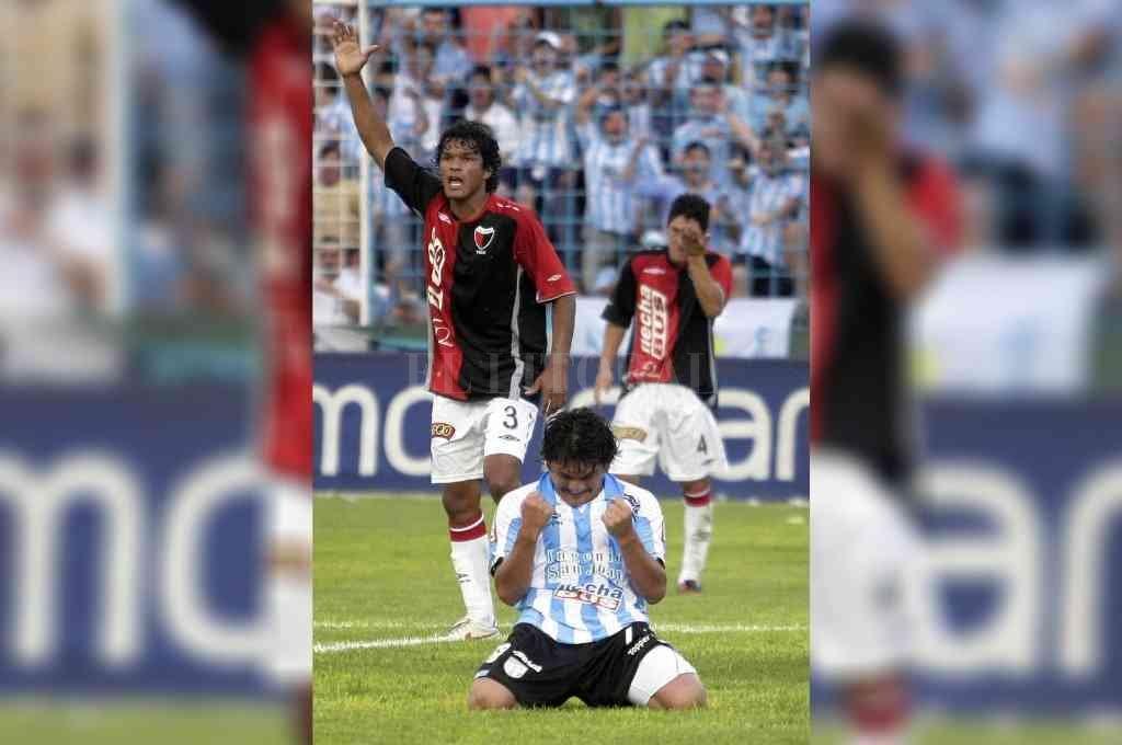 ¿Se dará hoy pero al revés?. El tremendo archivo del Diario El Litoral y este hallazgo de un Atlético Tucumán 2 - Colón 0 en una calurosa tarde de diciembre de 2009 en el estadio José Fierro: