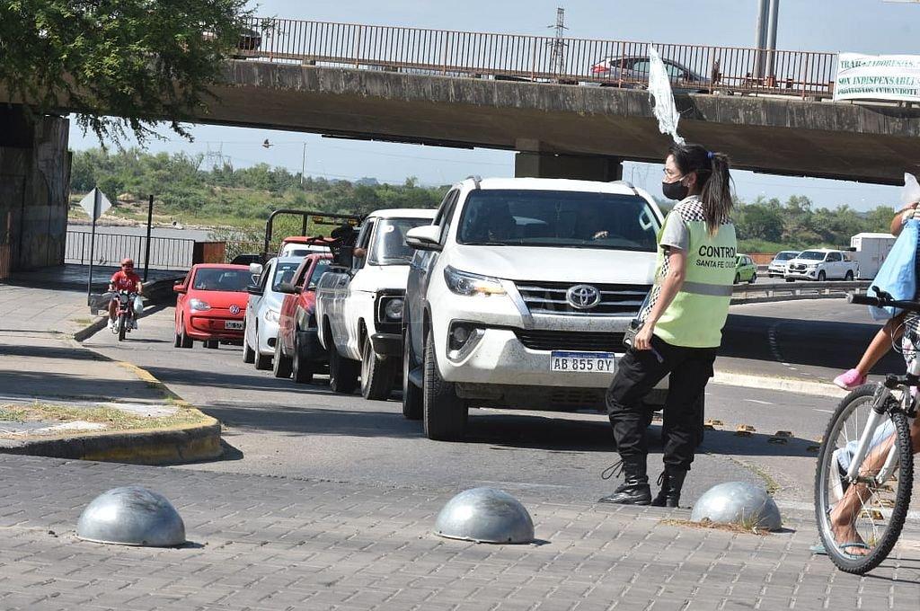 Caos vehicular por el corte de pescadores frente a la Fuente de la Cordialidad. Crédito: El Litoral