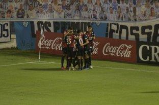 """Con un golazo de """"Pulga"""" Rodríguez, Colón venció a Atlético en Tucumán"""