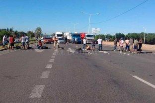 Pescadores santafesinos mantienen la protesta en tres puntos de la provincia