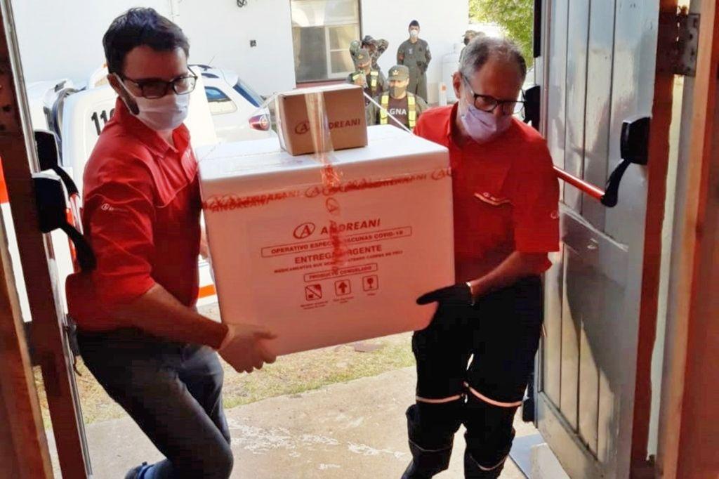 Empleados de Andreani trasladando las vacunas Crédito: Prensa Ministerio de Salud de Entre Ríos