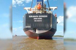 Video: un buque asiático calculó mal y embistió parte del puerto de San Lorenzo