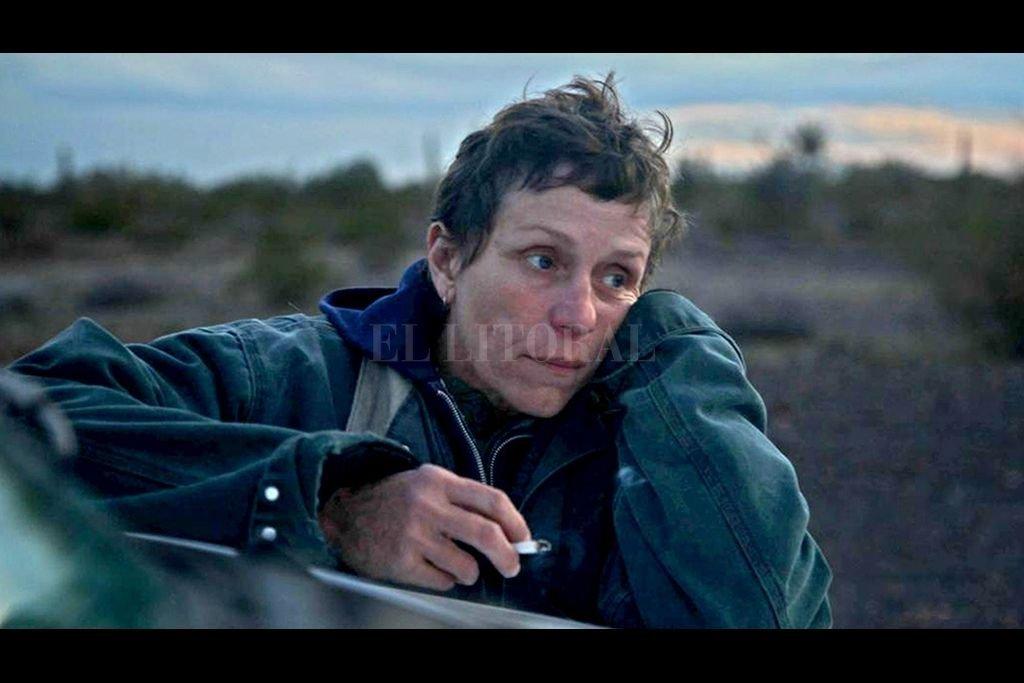 Una mujer, después de perderlo todo durante la recesión, se embarca en un viaje hacia el Oeste americano viviendo como una nómada en una caravana. Ese ese el argumento del film.  Crédito: Searchlight Pictures, Walt Disney Pictures