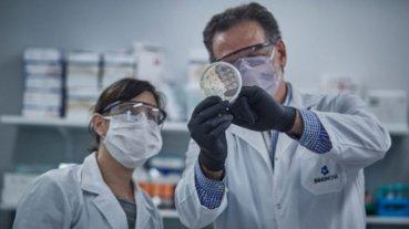 El Presidente visita el laboratorio donde se desarrolló el suero equino