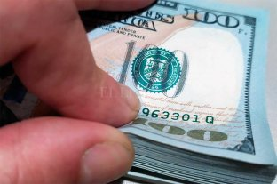 """Dólar hoy: el """"ahorro"""" supera los 150 pesos; el """"blue"""" se vendía a $ 161"""