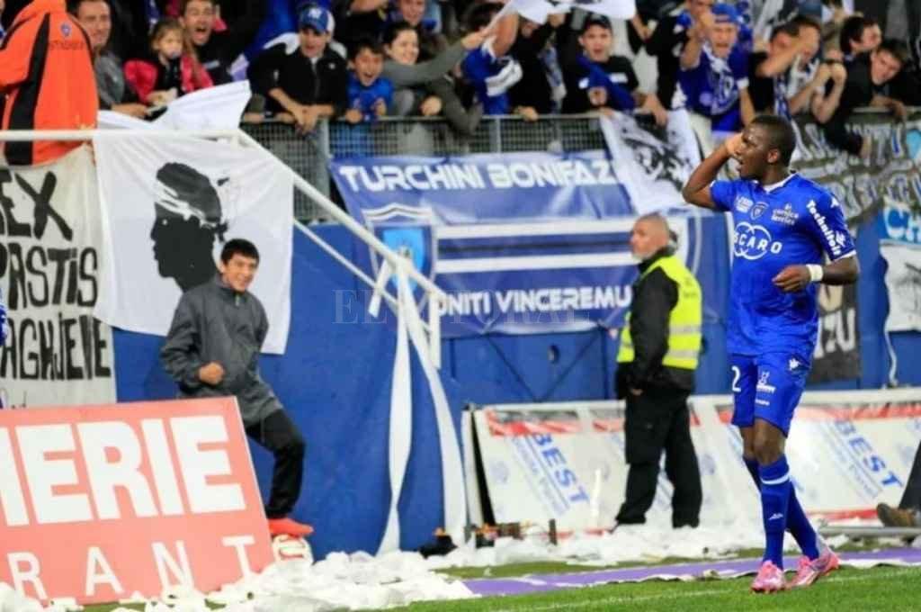 Christopher Maboulou vistiendo la camiseta del Bastia. Crédito: Gentileza