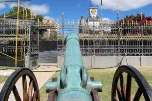Restauran la reja del Pino Histórico en San Lorenzo